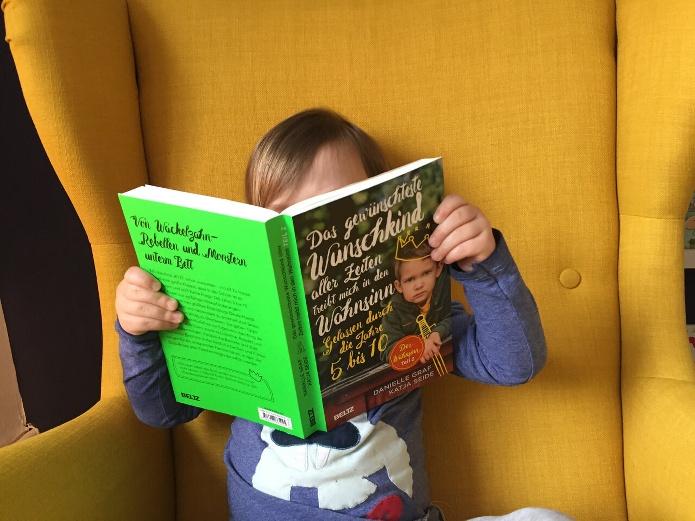 Das Wunschkind liest das Wunschkind